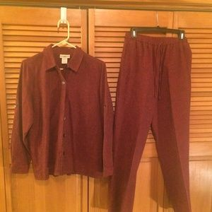 TravelSmith top/pants size S burgundy
